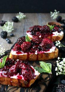 Blackberry-Toasts
